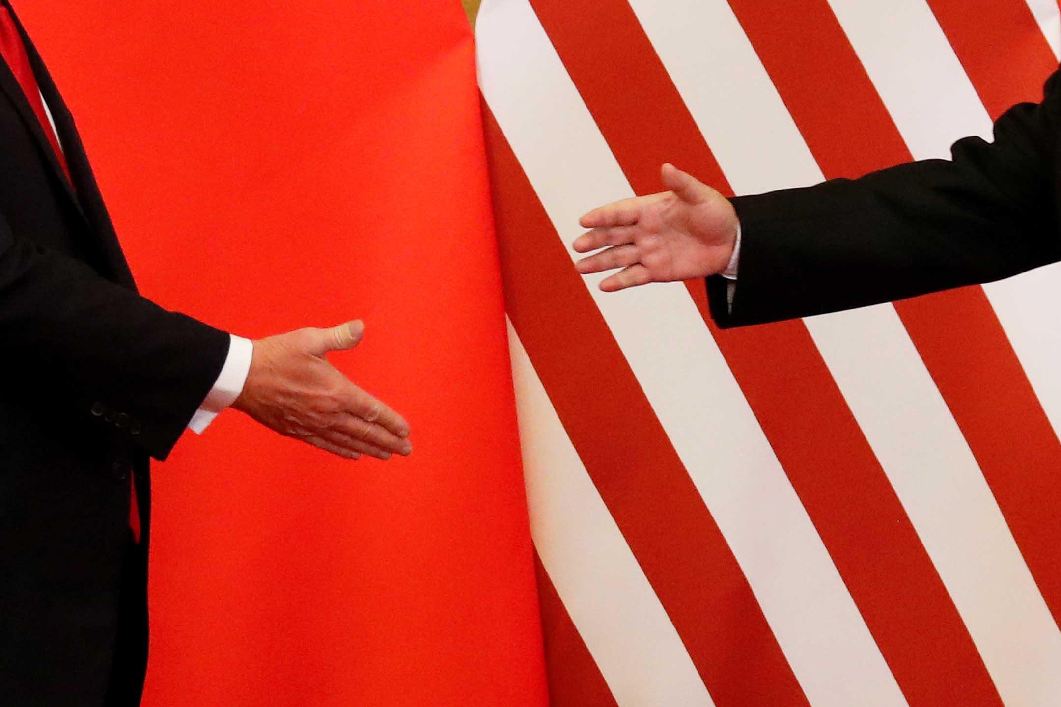 2017年11月9日,美國總統特朗普與中國國家主席習近平在北京人民大會堂握手。