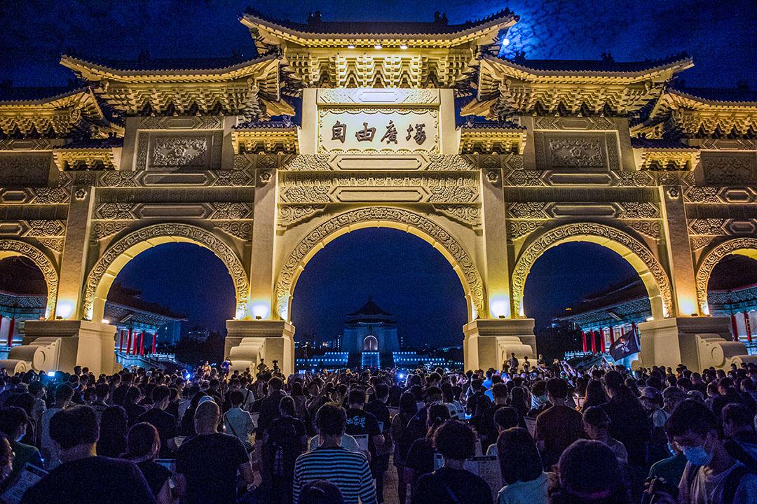 2020年6月4日台北自由廣場,人群聚集以悼念六四事件的死難者。