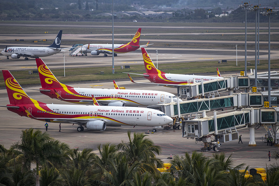 2021年1月29日中國海口,海南航空飛機停泊在海口美蘭國際機場。 攝:Costfoto/Barcroft Media via Getty Images