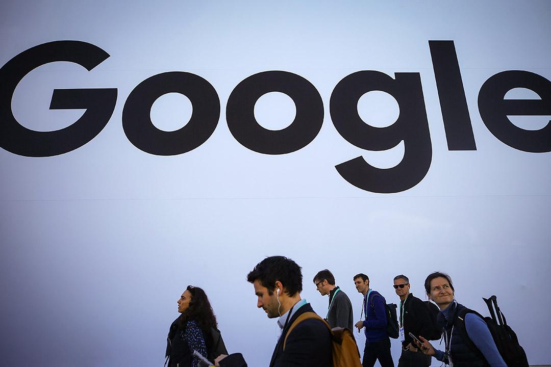 2020年1月8日拉斯維加斯,2020年國際電子展人們走過谷歌展館。