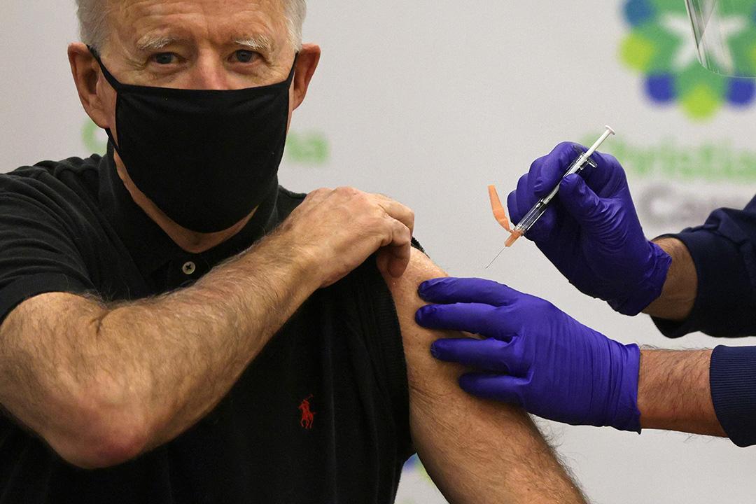 2021年1月11日特拉華州威爾明頓,美國總統喬·拜登於醫院接種輝瑞/ BioNTech新冠疫苗。
