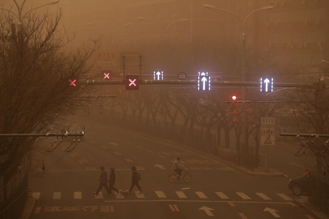 2021年3月15日,北京市的交通、電力、機場維修、環衛及城市應急,均不同程度受到沙塵天氣的影響。