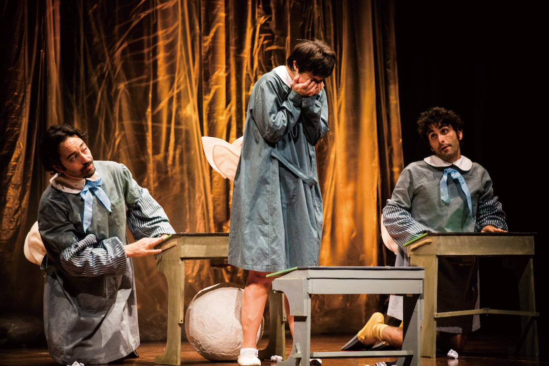 另一「無限亮」節目,陪伴工廠劇團《醜小鴨日記》,主角由患唐氏綜合症的女孩擔任,看着她咬緊牙關,克服重重考驗,最終蛻變成美麗的天鵝,也正好為自己及身邊人打打氣;常抱希望,終能展翅高飛。