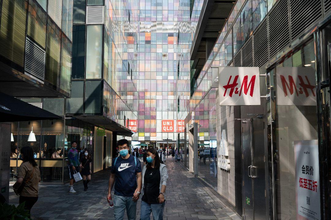 2020年9月20日,中國北京商業區的一家H&M店。 攝:Yan Cong/Getty Images