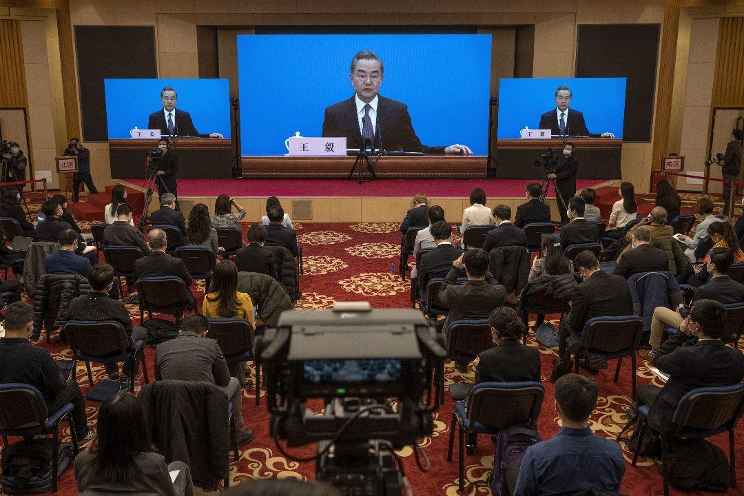 2021年3月7日,中國外交部長王毅答中外記者問。 攝:Kevin Frayer/Getty Images