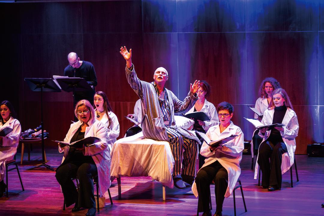 「無限亮」節目荷蘭室內合唱團《忘》中,一位醫治認知障礙症病人多年的醫生,一日突然發現自己也逐漸遺忘身邊的人和事。《忘》嘗試以音樂探索有關課題,令觀者無不思潮起伏。