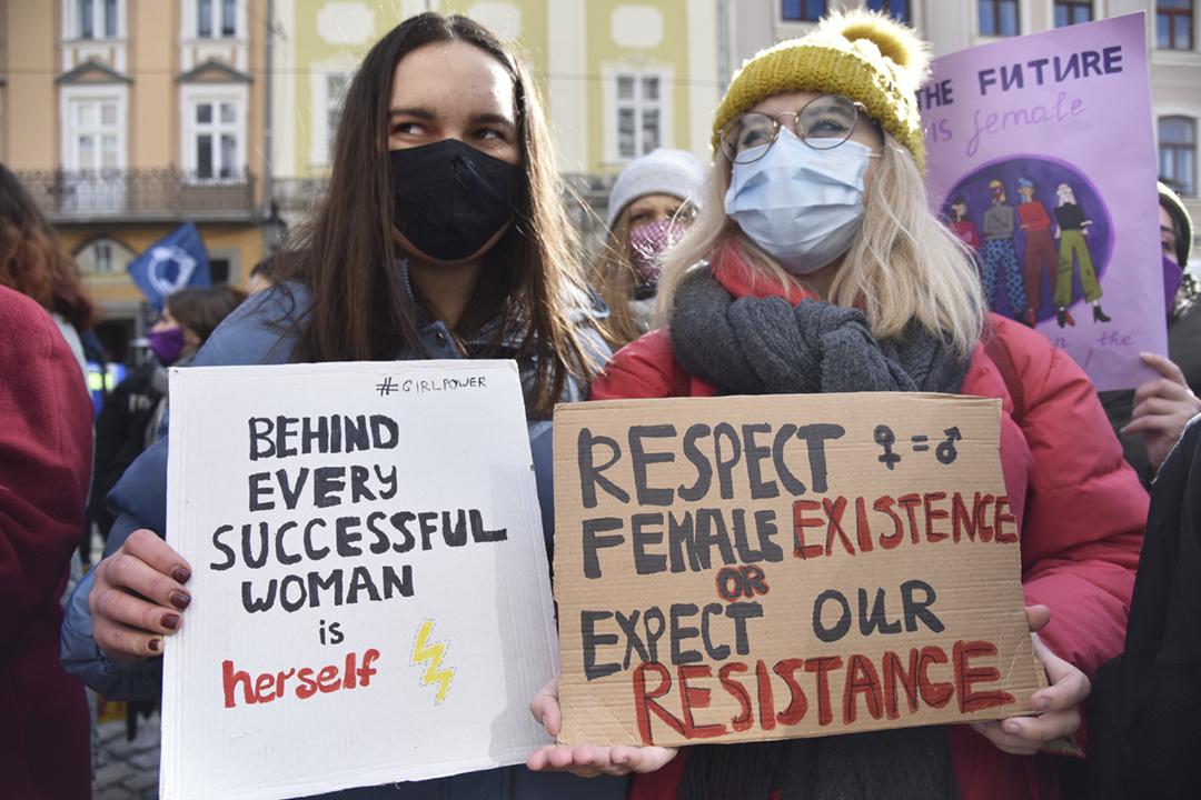2021年3月8日在烏克蘭利維夫,有民眾參加婦女節集會。 攝:Pavlo Palamarchuk / SOPA Images / LightRocket via Getty Images