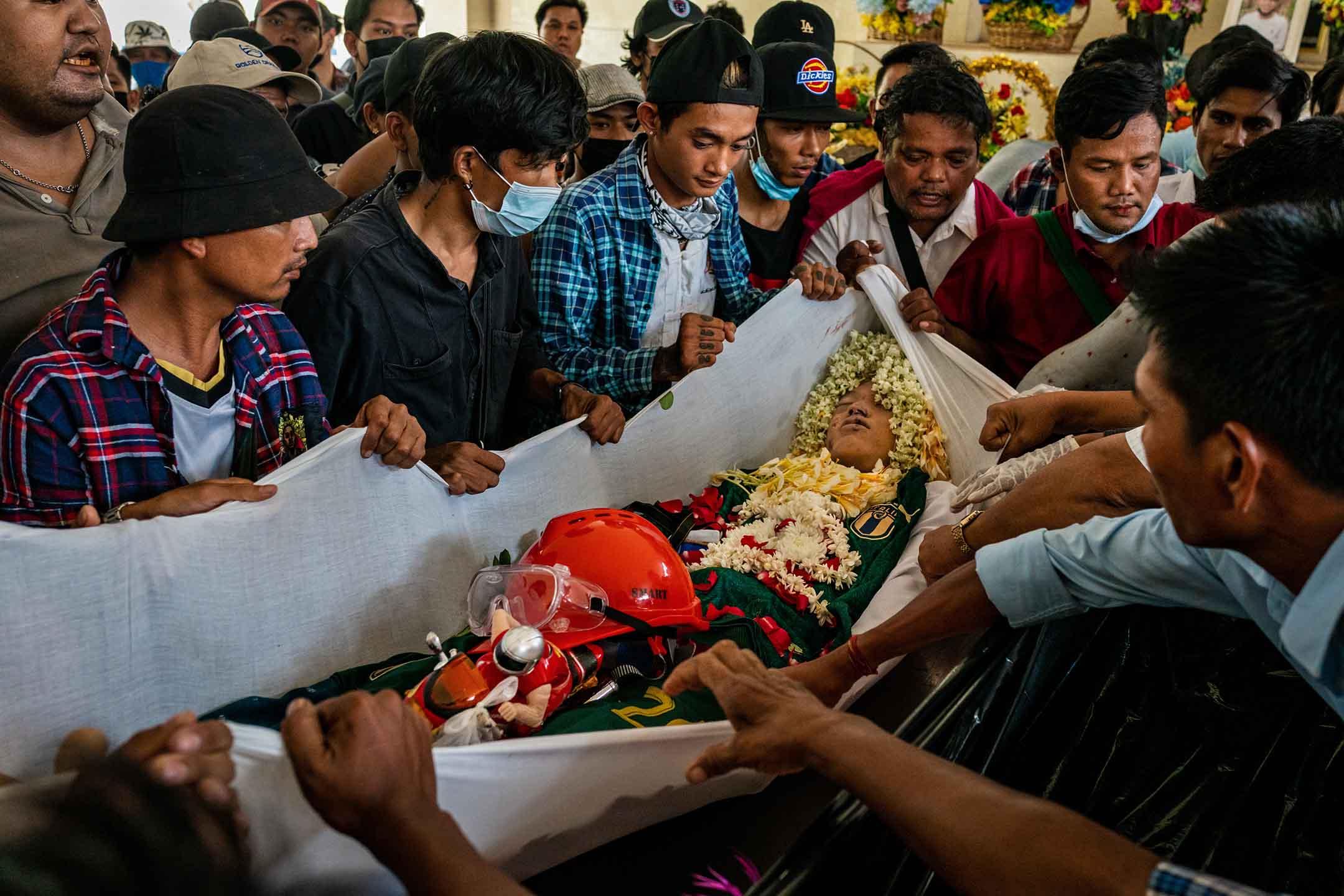 2021年3月21日緬甸仰光,葬禮中Aung Kaung Htet的屍體,他於政府軍向示威者開火時喪生。