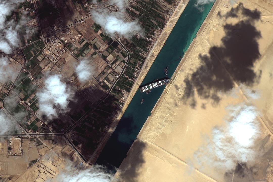 2021年3月27日,一張衛星圖顯示意外在蘇彝士運河擱淺的長榮貨櫃輪船長賜號。