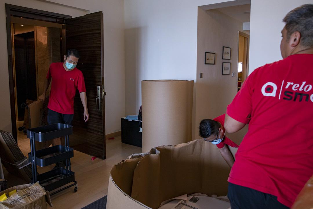 2020年,國際搬運公司ReloSmart的員工正在替客戶搬屋中。