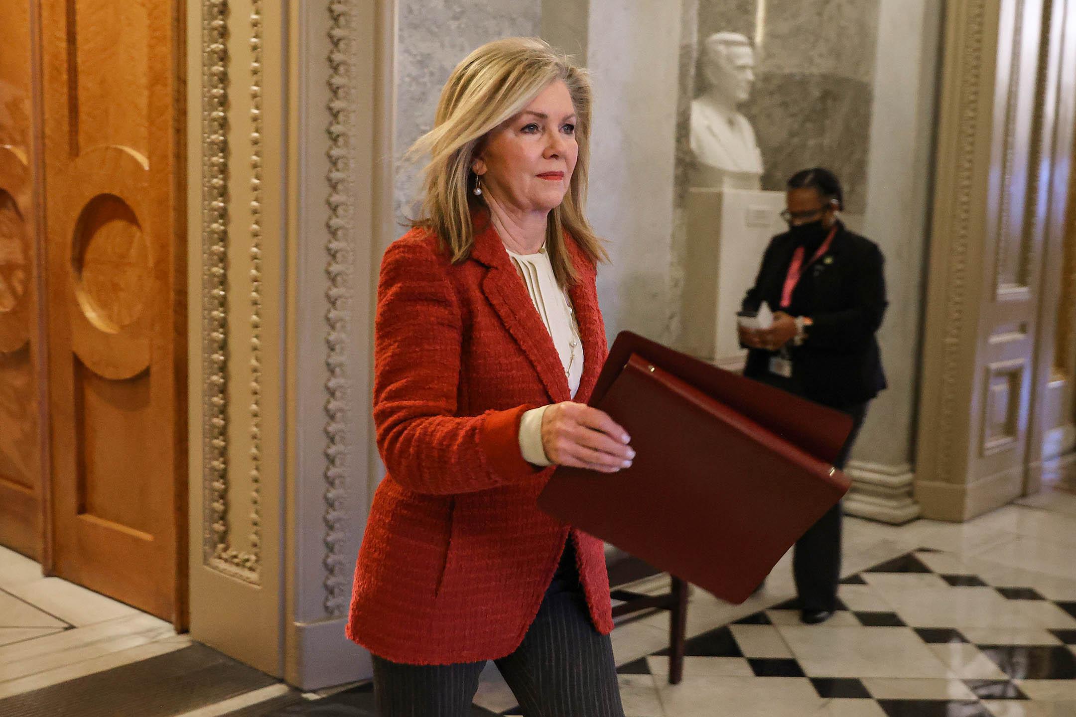 2021年2月8日華盛頓,美國參議員布萊克本(Marsha Blackburn)在美國國會大廈進行表決後離開參議院。