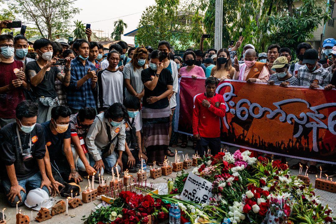 2021年3月11日,緬甸仰光,民眾悼念在抗議中遇害的25歲的Chit Min Thu。 攝:Getty Images