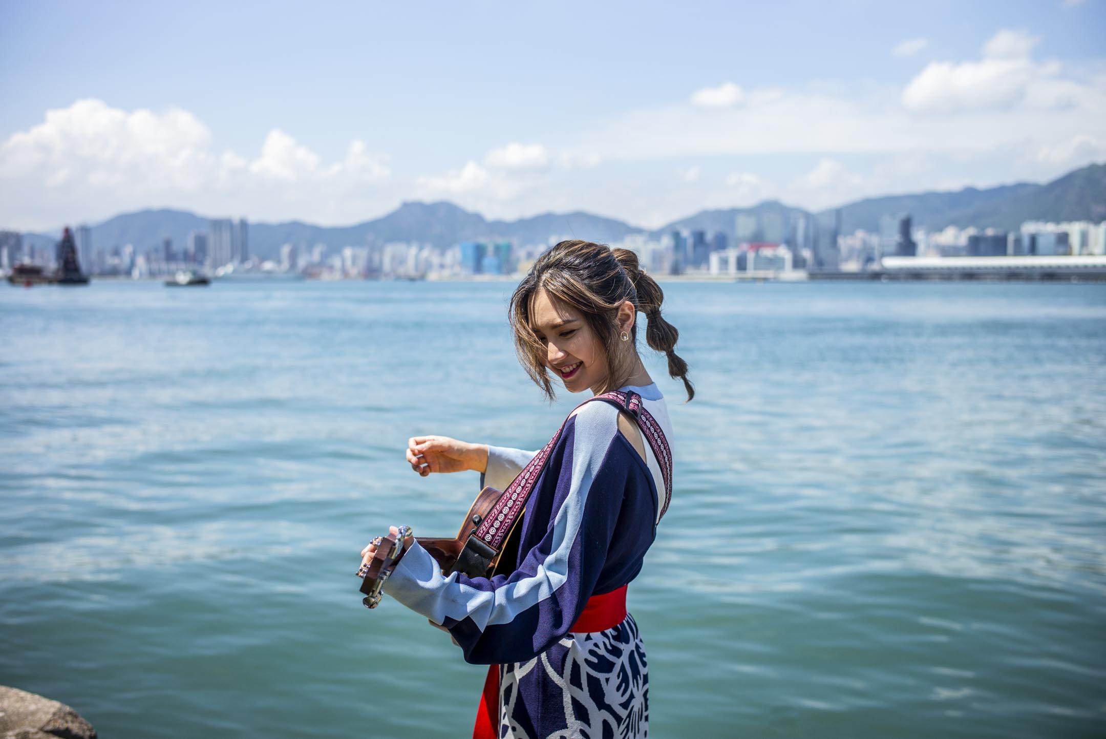 九十後香港創作歌手黃妍(Cath Wong)。 攝:林振東/端傳媒