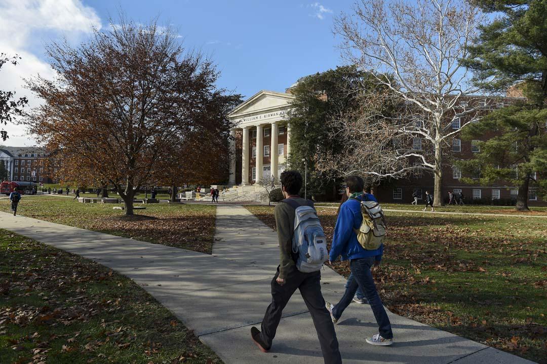 2017年12月7日,美國馬里蘭大學校園內的學生。
