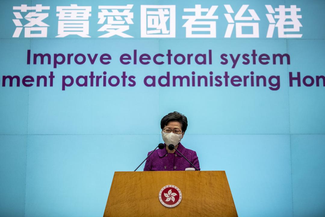 2021年3月8日,行政長官林鄭月娥從北京返港後,就全國人大會議將審議修改香港選舉制度的事見記者。
