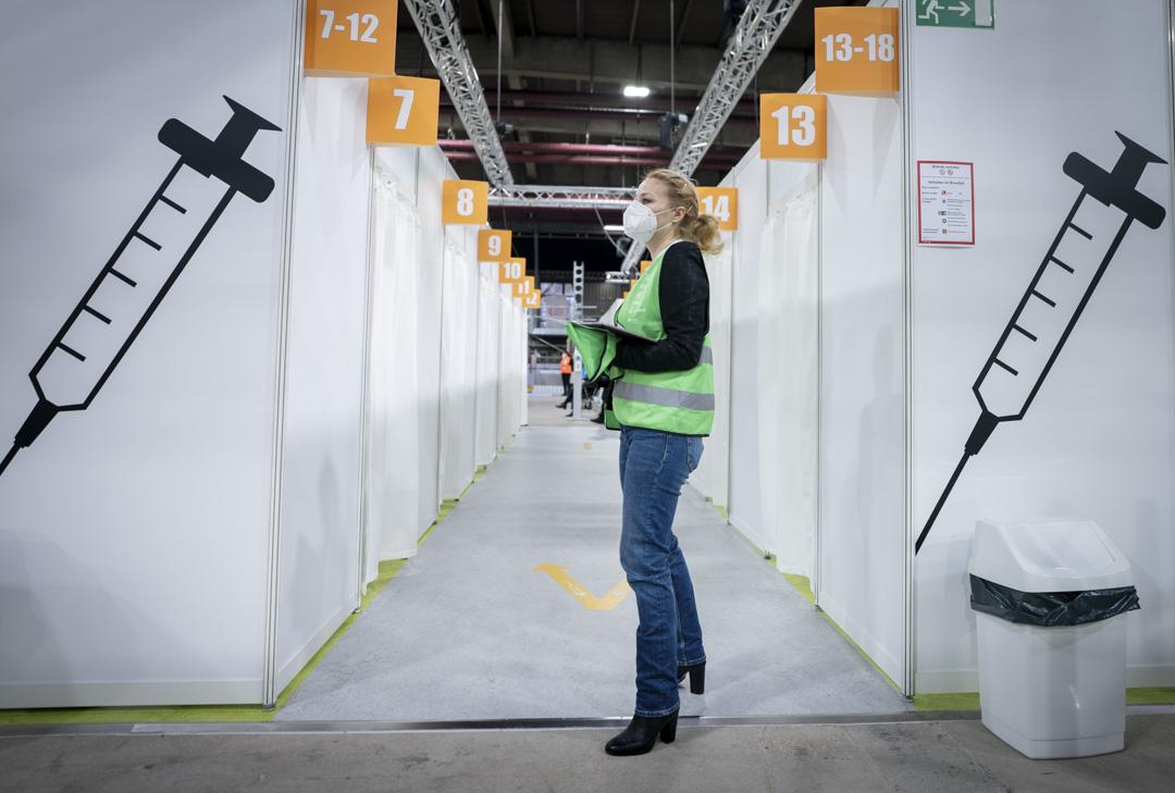 2021年1月14日╴德國柏林的第二個疫苗中心在埃里卡・赫斯冰體育場內。 攝:Kay Nietfeld - Pool/Getty Images