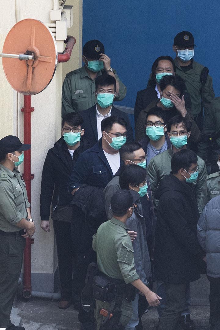 2021年3月2日,岑子杰等各被告由荔枝角收押所步上囚車前往西九龍裁判法院。