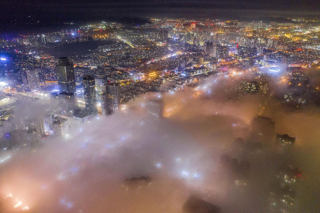 2020年6月15日╴青島市西海岸新區大霧籠罩。
