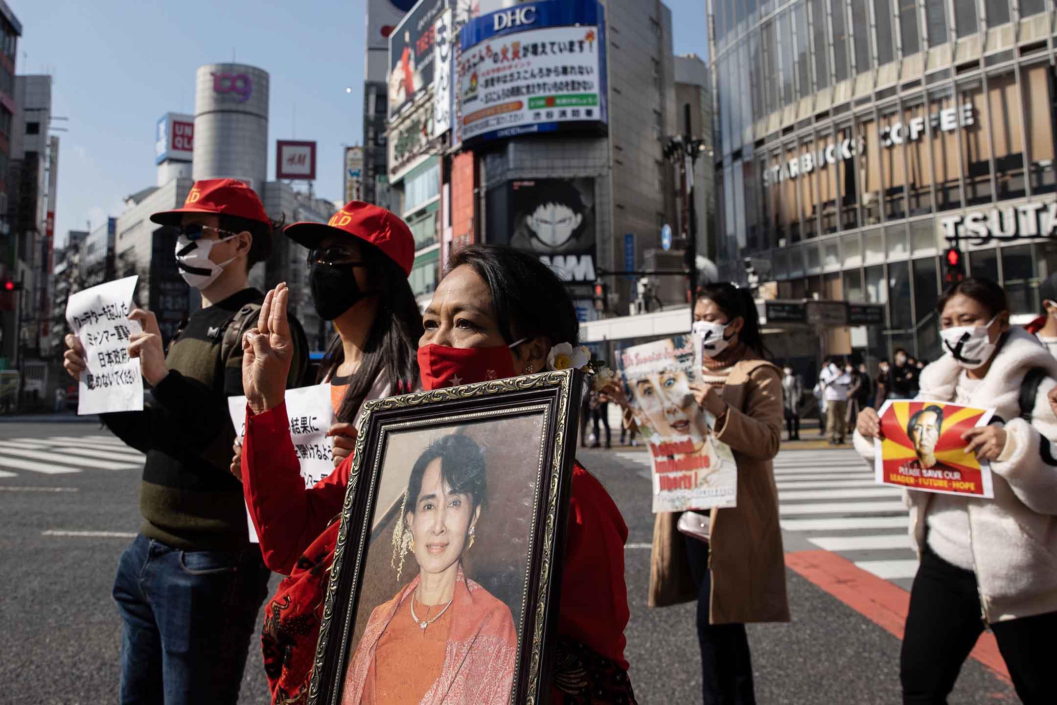 2021年2月14日東京,反對緬甸軍事政變的示威者在日本街頭示威。