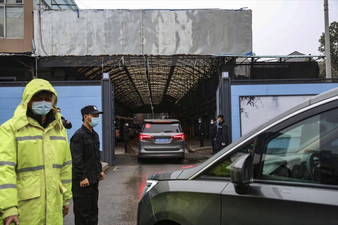 2021年1月31日,中國武漢,世界衛生組織專家抵達華南海鮮市場,調查2019冠狀病毒疫情源頭。 攝:Koki Kataoka/The Yomiuri Shimbun via AP/達志影像