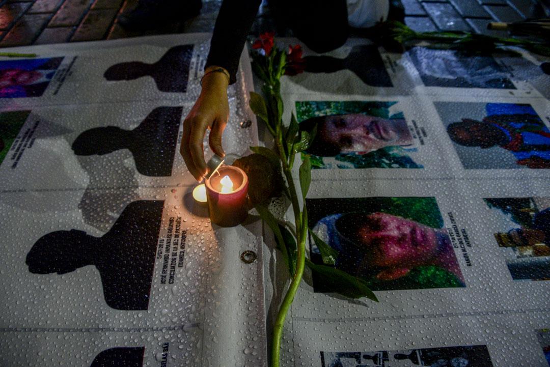 2019年7月26日,哥倫比亞波哥大有燭光晚會﹐抗議該國有大量社會領袖被暗殺。 攝:Guillermo Legaria Schweizer/Getty Images
