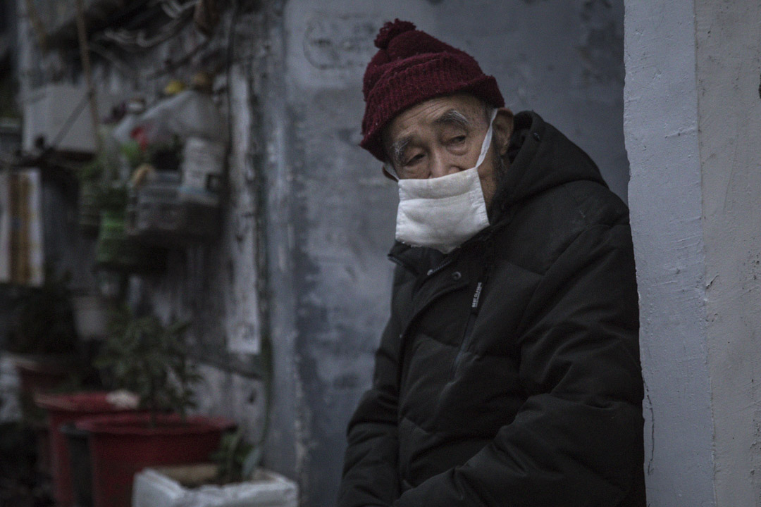 2020年3月4日,武漢一個老人戴著口罩。
