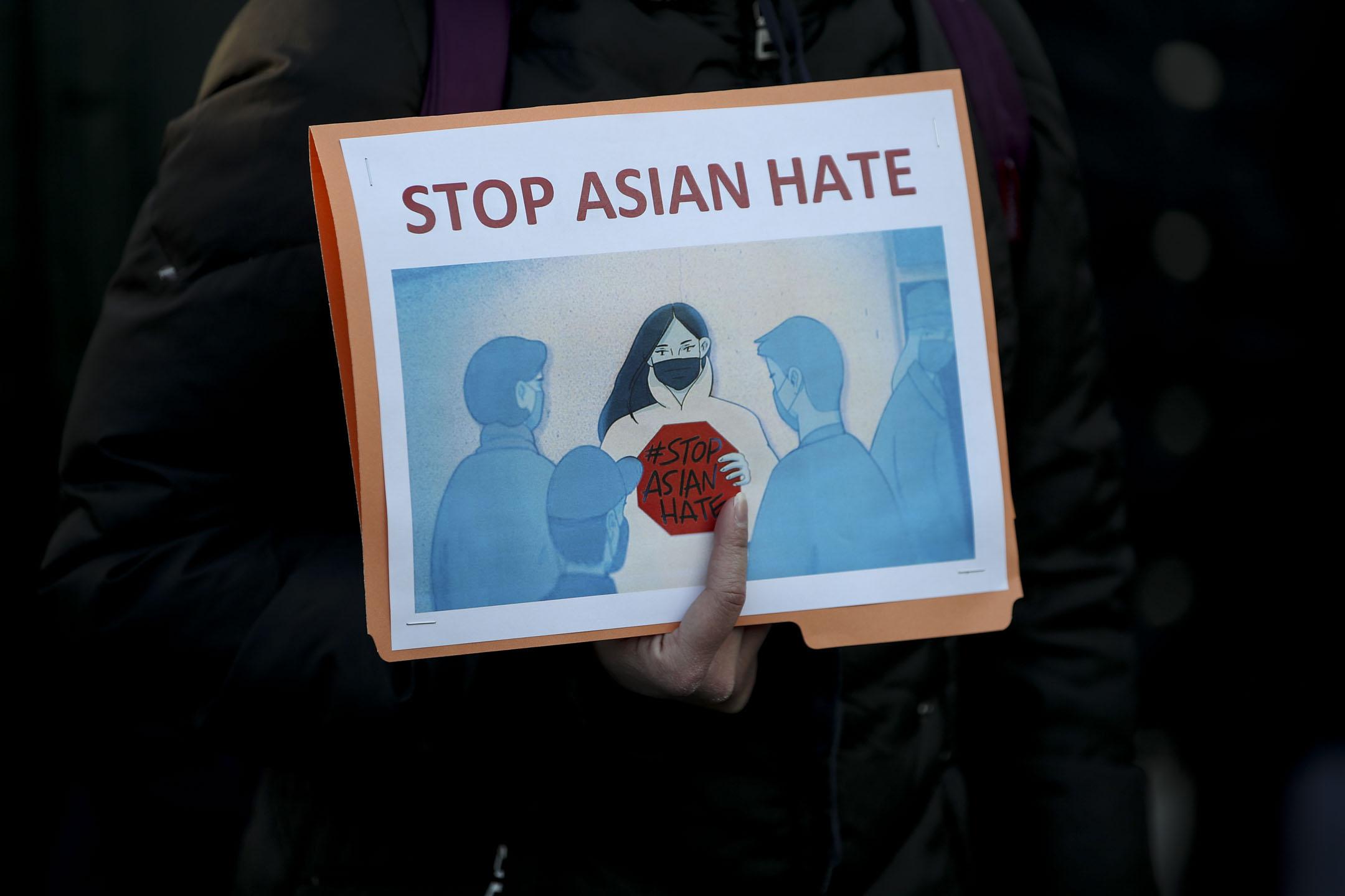 2021年3月19日,亞特蘭大槍擊案後,紐約市聯合廣場舉行的一個為亞洲仇恨受害者發聲的和平守夜聚會。 攝:Tayfun Coskun/Anadolu Agency via Getty Images