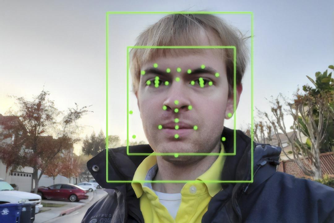 2019年11月22日,美國加州一個人工智能識別系統在一個男人的照片上執行面部識別。 攝:Smith Collection/Gado/Getty Images