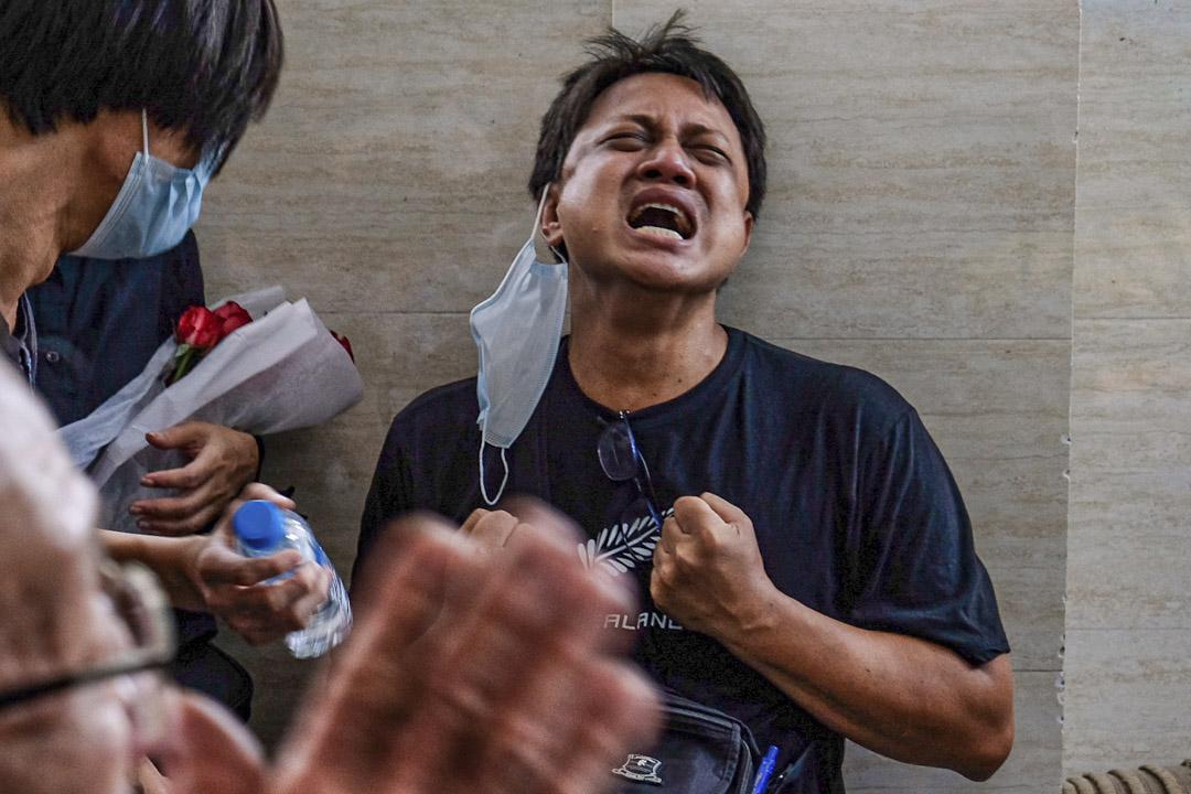 2021年3月16日,緬甸仰光,17歲的醫科生Khant Nyar Hein因在示威中被槍殺而舉行的葬禮上﹐出席人士表現傷痛。