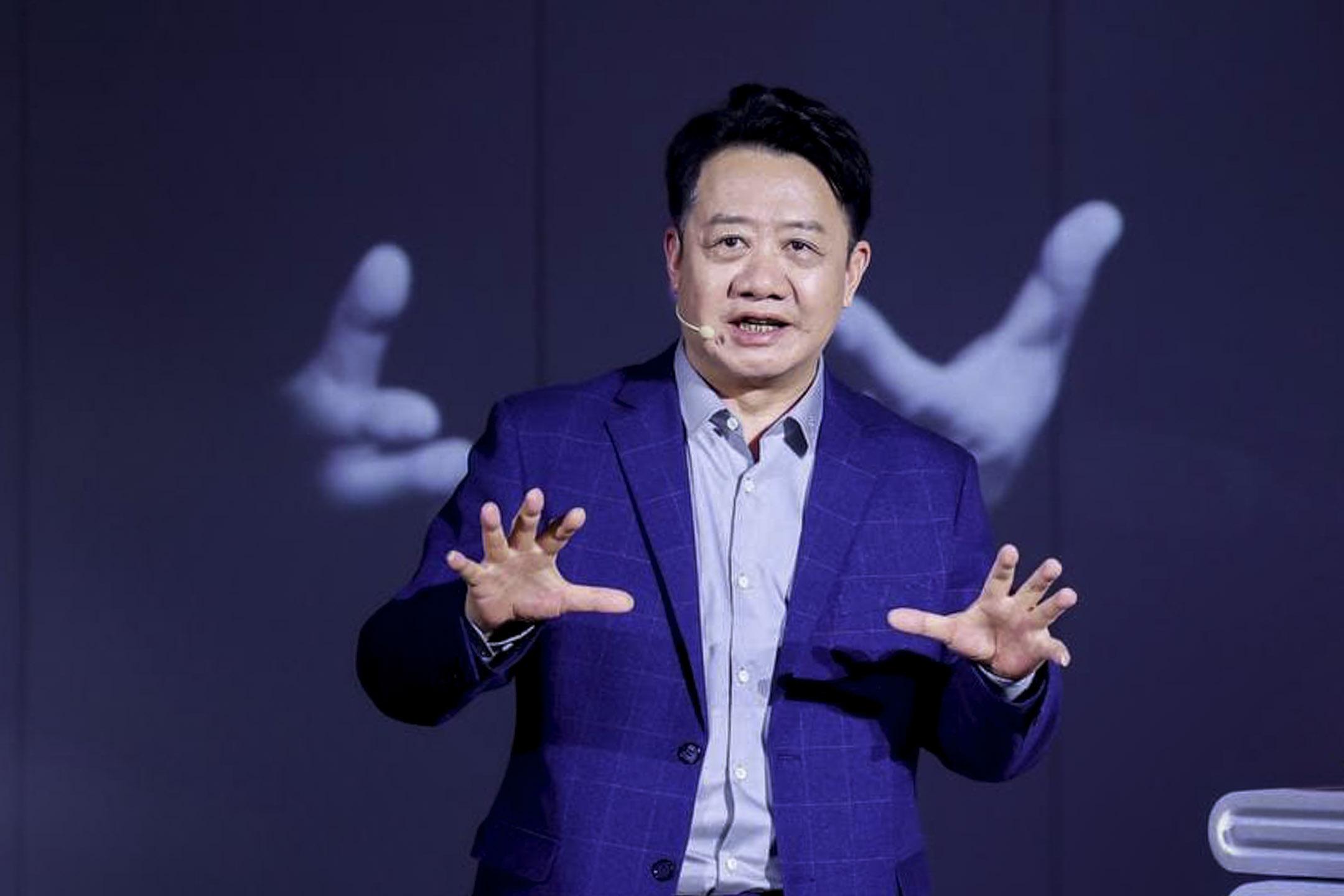 知识份子、政治学教授刘擎,主要研究方向为西方思想史、西方现代政治哲学及现代性问题,也是《奇葩说》第七季导师。