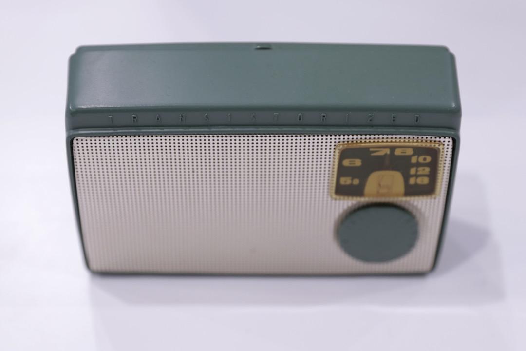 索尼製造,日本首款晶體管收音機「TR-55」。