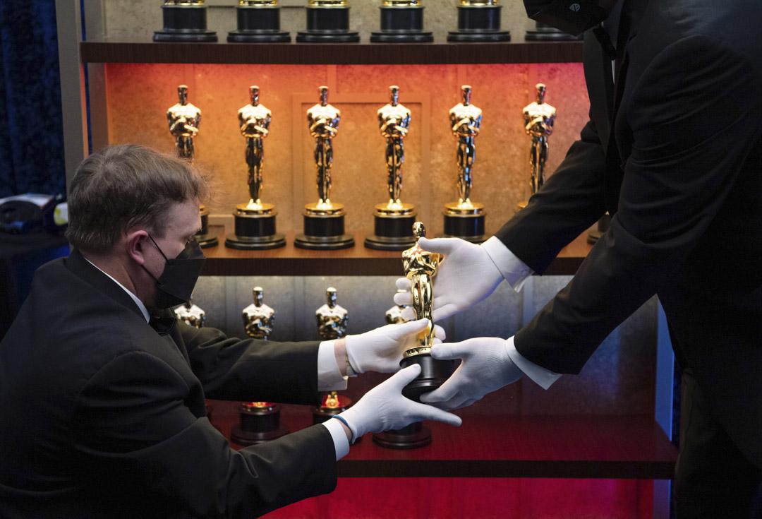 2021年4月25日,第93屆奧斯卡金像獎頒獎典禮上,奧斯卡小金人在後台展出。