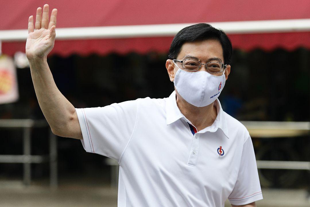 2020年7月8日,新加坡副總理兼經濟政策統籌部長及財政部長王瑞杰在大選前走訪社區。 攝:Suhaimi Abdullah/Getty Images