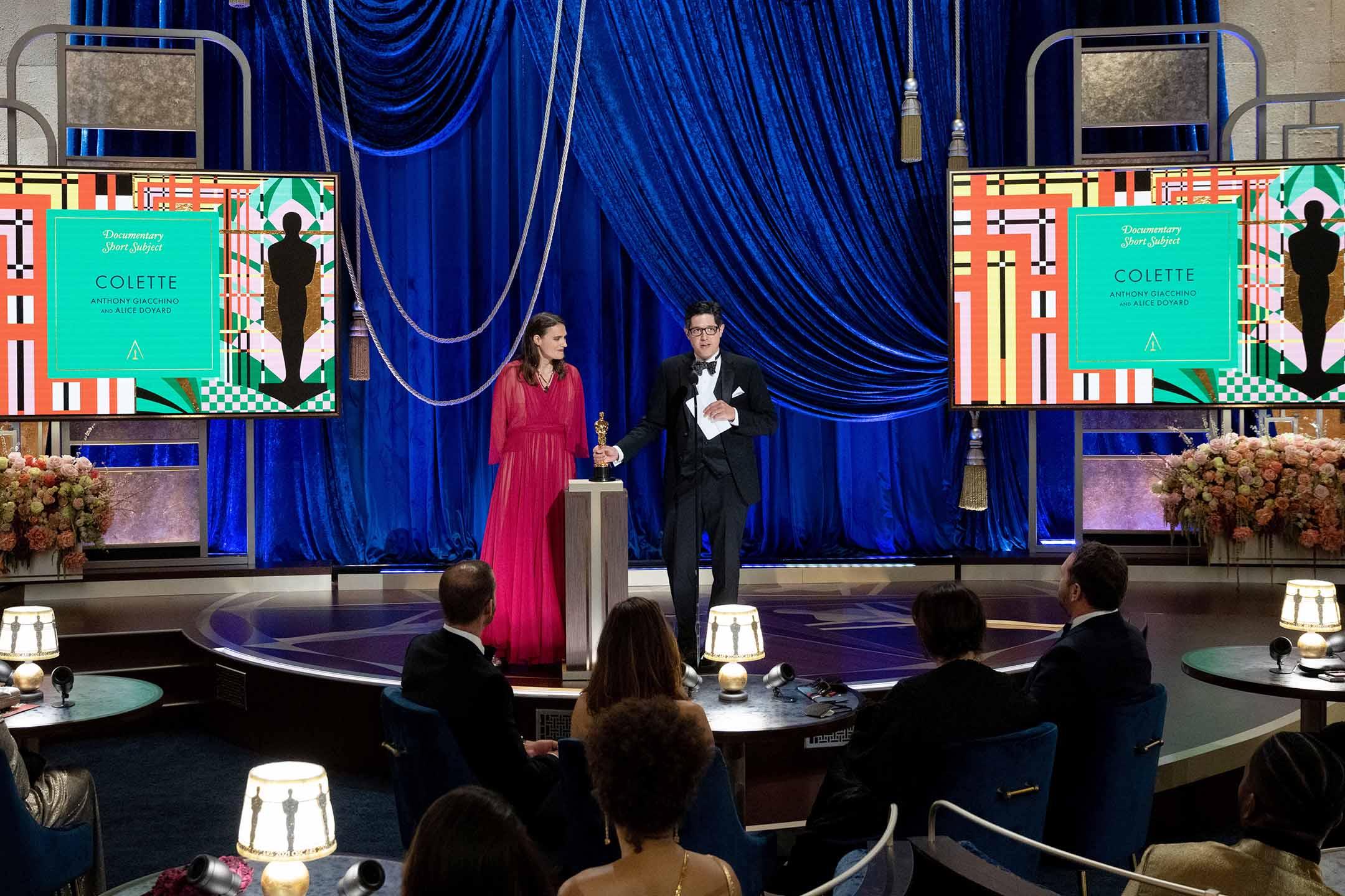 2021年4月25日洛杉磯,《Colette》的導演安東尼.賈基諾(Anthony Giacchino)卻在頒獎台上向香港人致意道:「香港示威者不會被忘記。」。