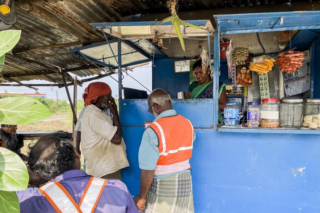 巴瓦尼開在高速路邊的茶點亭。