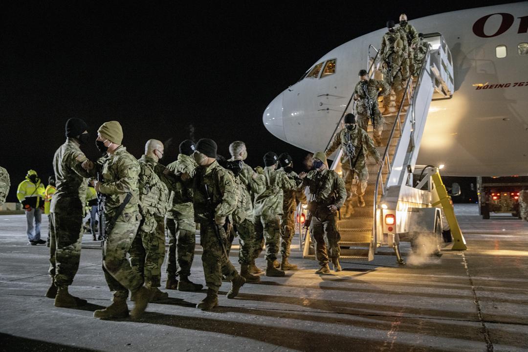 2020年12月8日,美軍第十山地師的一批駐阿富汗官兵返抵位於紐約德拉姆堡的基地。 攝:John Moore / Getty Images