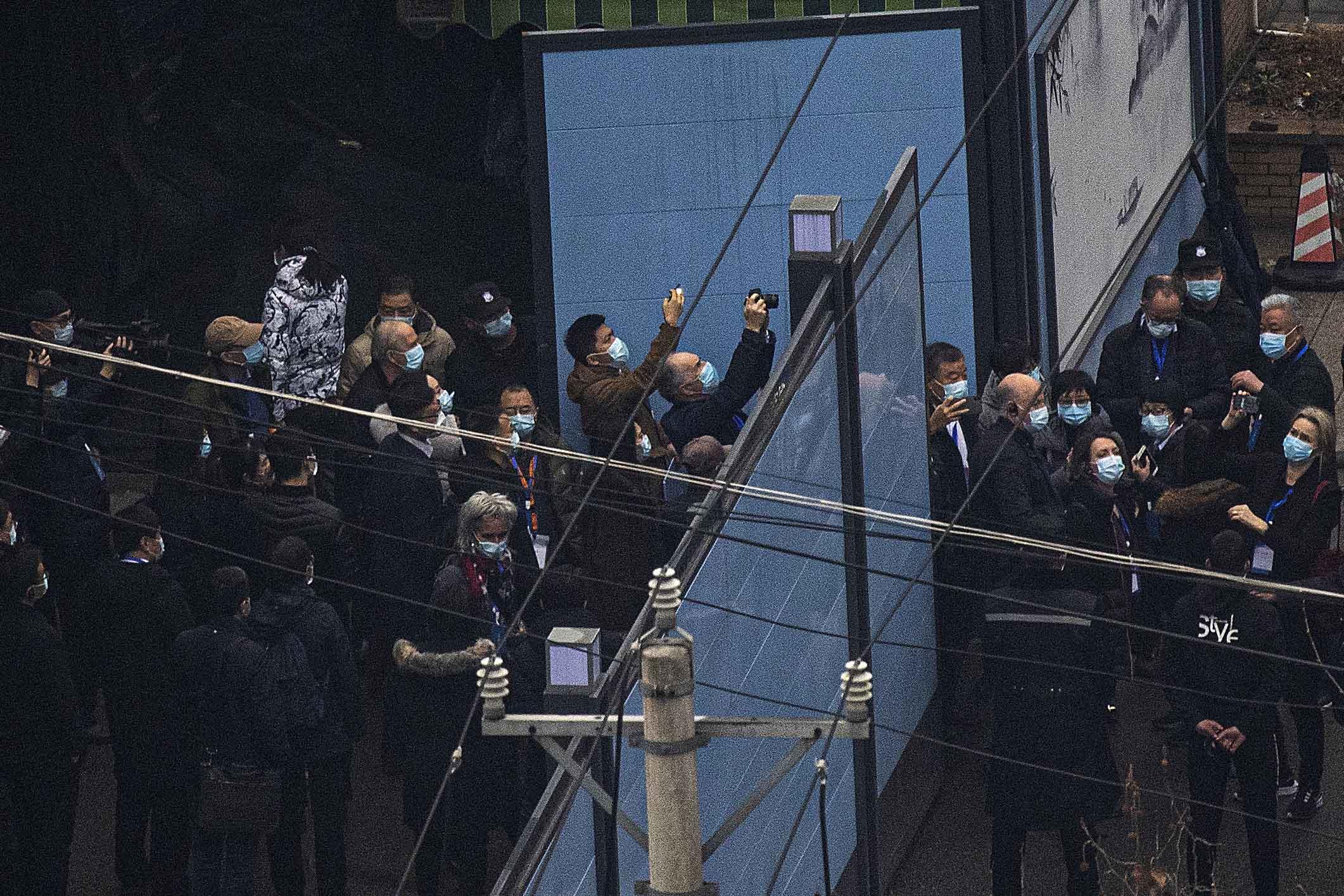 2021年1月31日中國武漢,世界衞生組織專家團進入武漢華南海鮮市場。