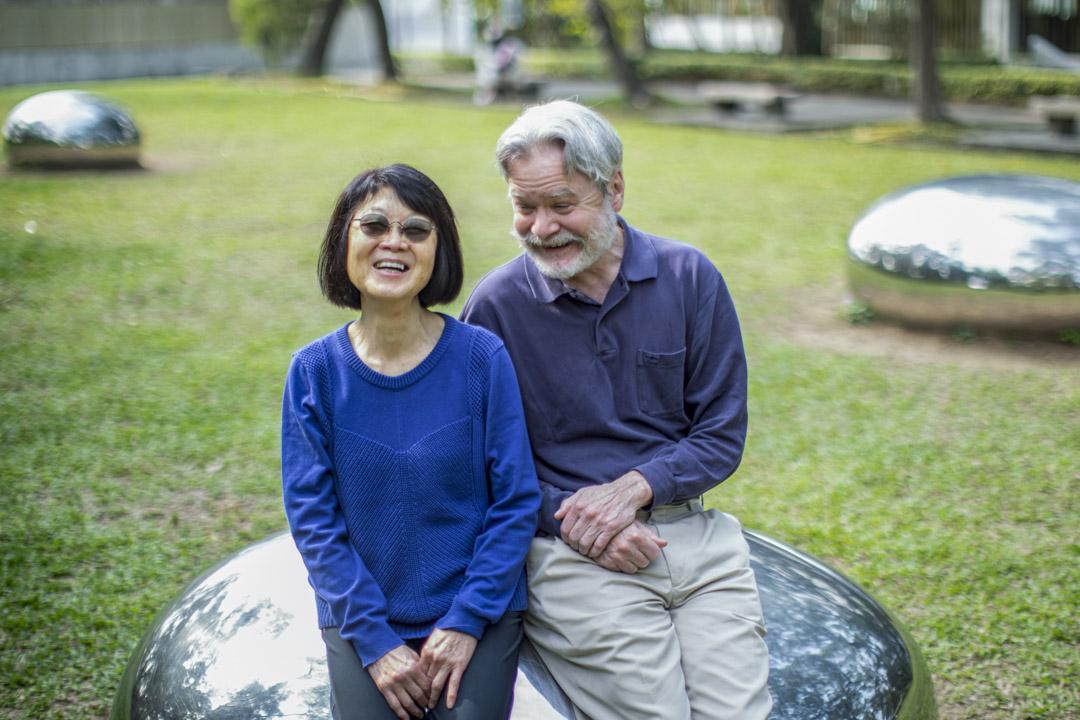 Gordon Mathews與妻子Yoko在中大校園。