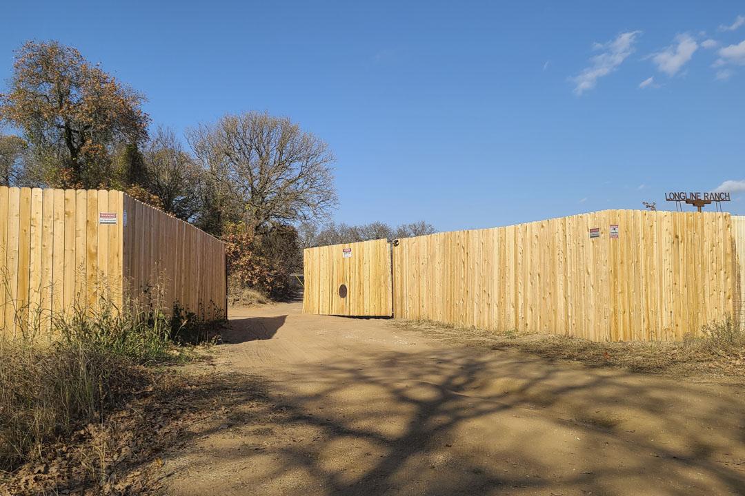 2020年11月20日,俄克拉荷馬州,接近與德克薩斯州交界處,大佛農場(Big Buddha Farm)的入口。