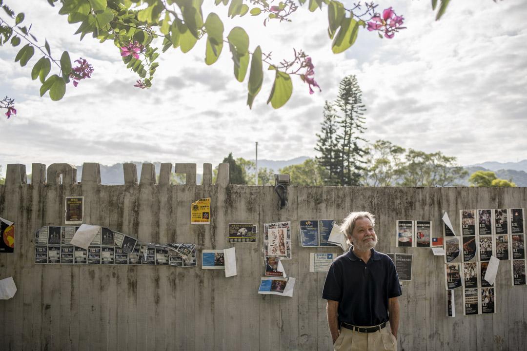 2019年12月,Gordon Mathews在中大新亞書院的一幅連儂牆前。
