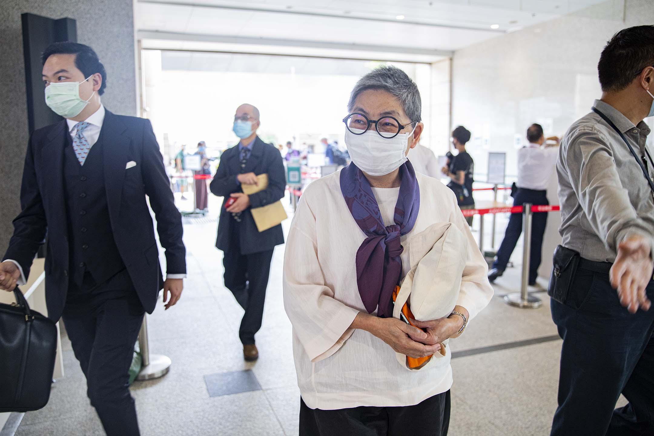 2021年4月1日西九龍裁判法院,吳靄儀就「8.18流水式集會」案到法庭應訊。