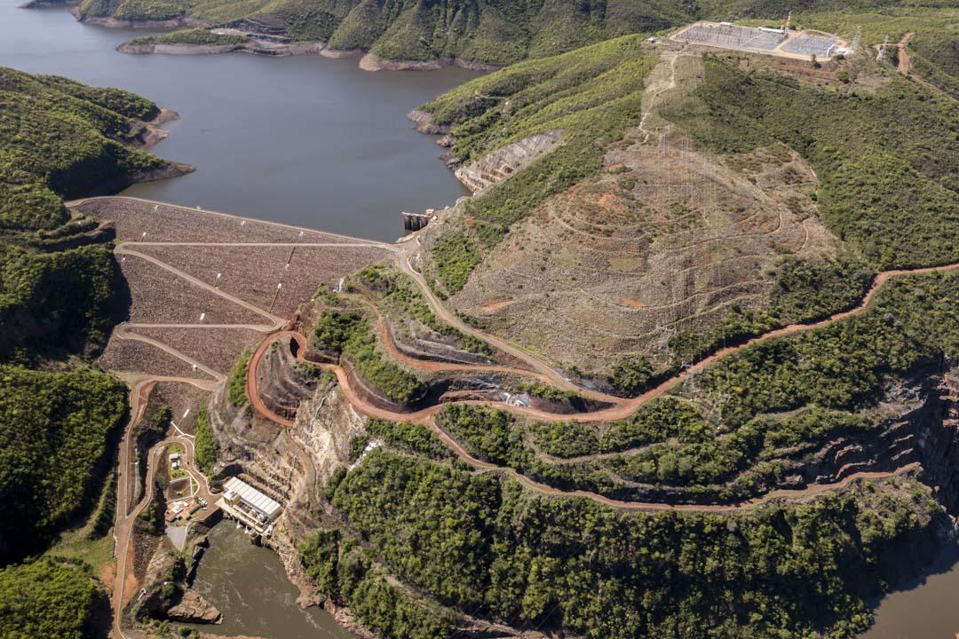 「8號礦」計劃從伊拉貝(Irapé)水壩抽取大量水源,對於生活在附近且氣候乾旱的格雷澤羅社群看來,這是嚴重的威脅。