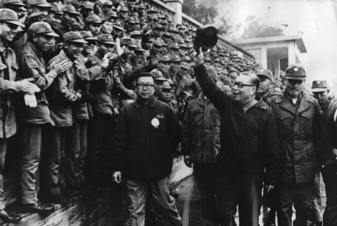 1975年,蔣經國在農曆新年期間到金門視察,受軍隊熱烈歡迎。