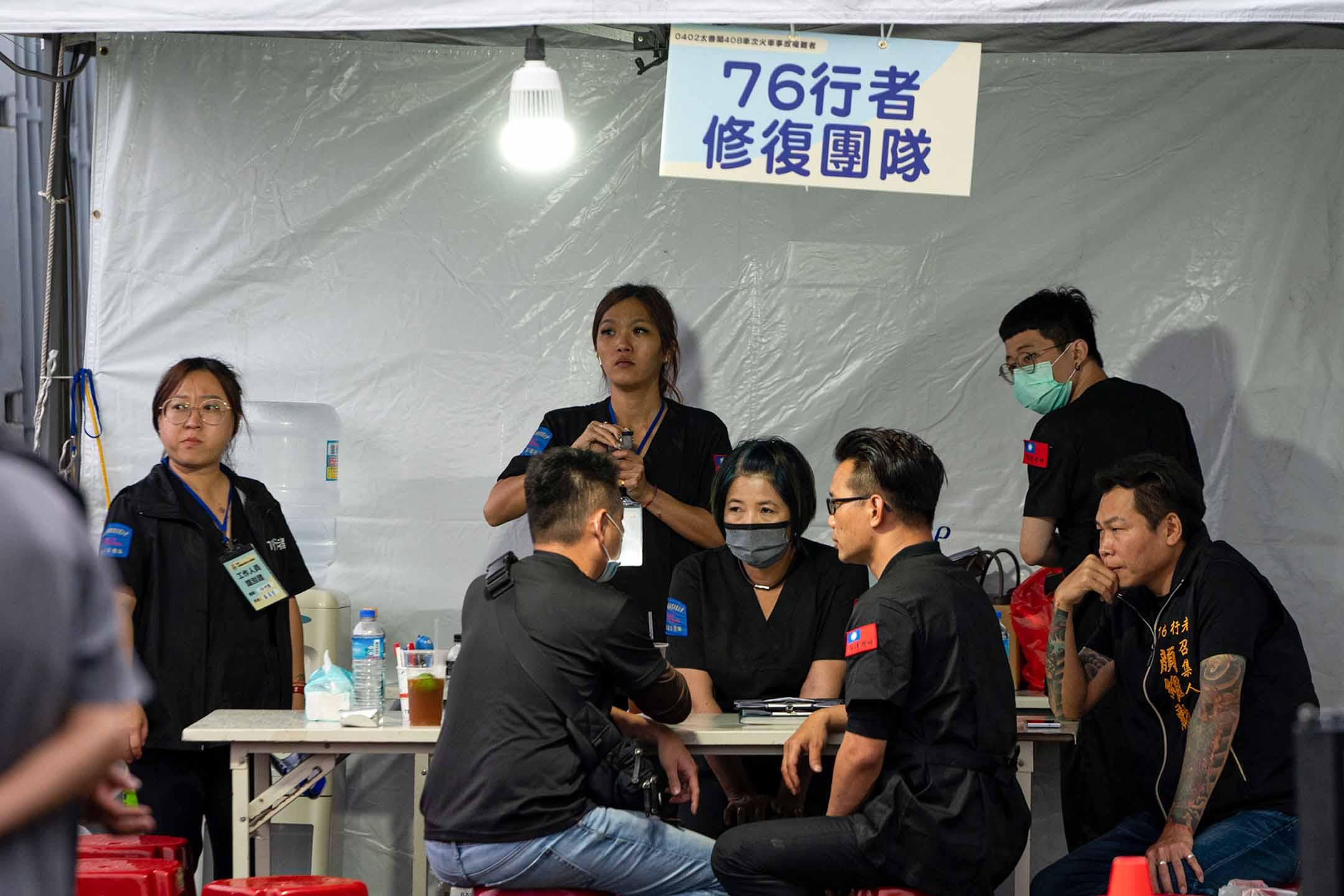 2021年4月8日花蓮殯儀館,「76行者遺體修復團隊」 。