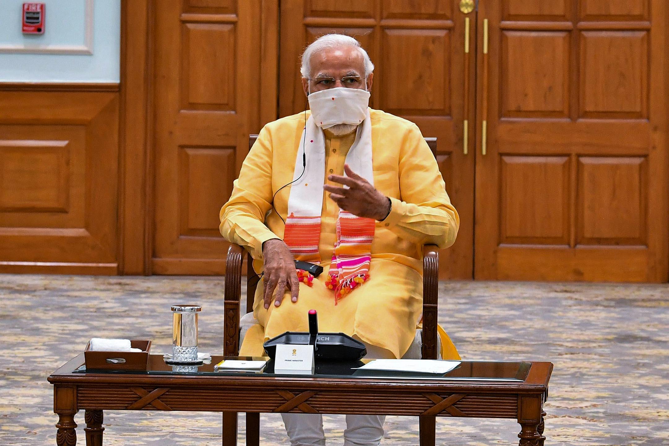 2020年5月7日印度新德里,印度總理莫迪戴口罩主持會議。
