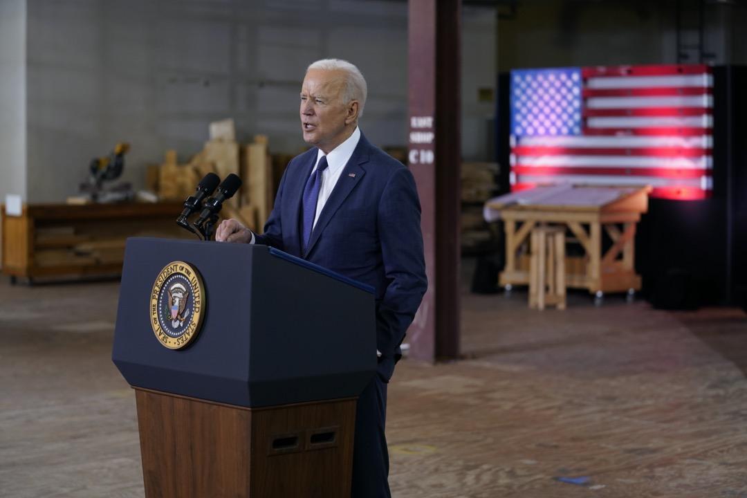 2021年3月31日,美國總統拜登在賓夕法尼亞州匹茲堡發表講話,公佈了一項2萬億美元的基礎設施計劃。 攝:Evan Vucci/AP/達志影像