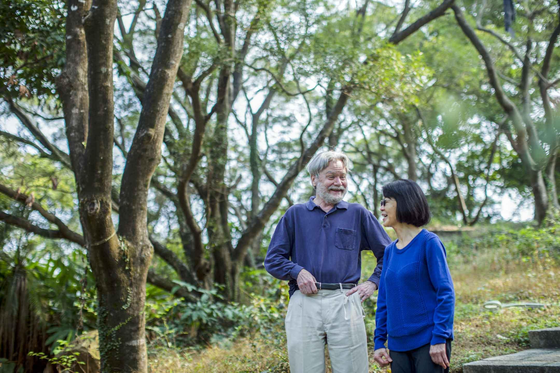 香港中大人類學教授Gordon Mathews(麥高登)與妻子Yoko。 攝:陳焯煇/端傳媒
