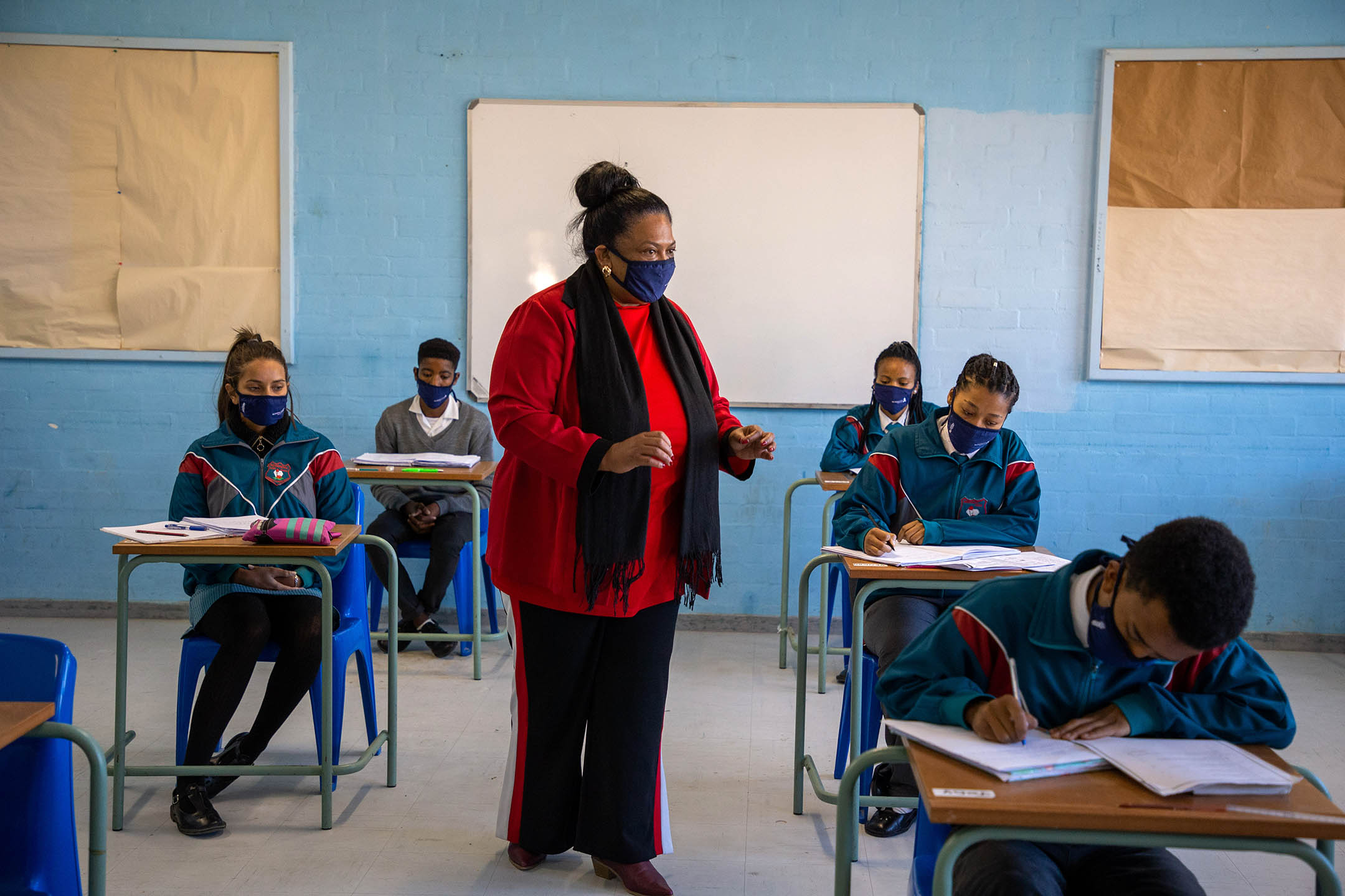 2020年6月18日南非開普敦,高中的學生在疫情期間上課。 攝:Roger Sedres/Gallo Images via Getty Images