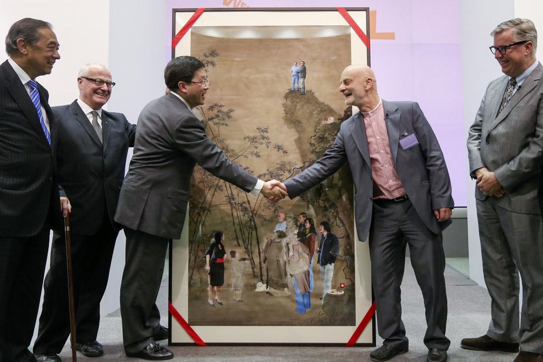 2012年6月12日,西九文化區管理局董事局通過向中國當代藝術收藏家希克收購 47 件藝術品,並接受由希克成立的基金所捐贈的 1,463 件作品。