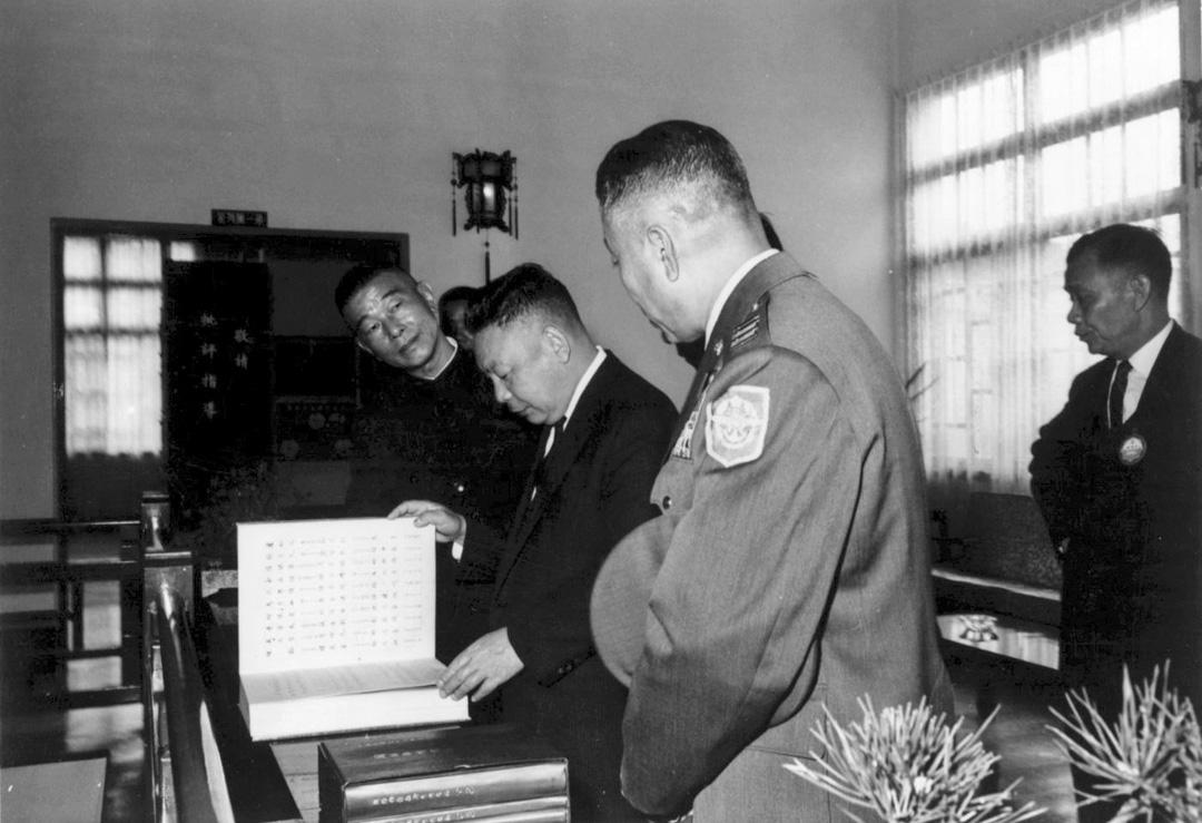 1962年3月,蔣經國出席情報局創立三十周年活動。